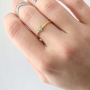 Jewelry - Delicate gold ring with green stone